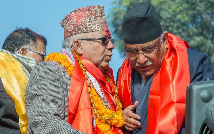 प्रचण्डलाई साथ दिएका माधव नेपाल कठिन राजनीतिको दोबाटोमा