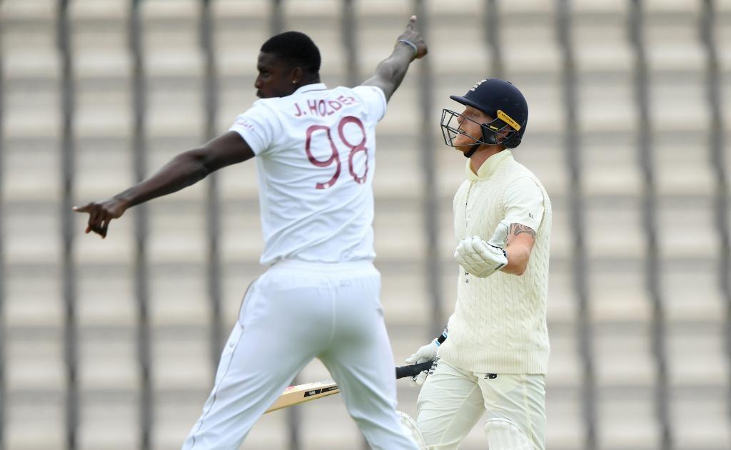 वेस्टइण्डिजविरुद्धको पहिलोटेष्टकोपहिले पारीमा इंग्ल्याण्ड २०४ रनमै अल आउट