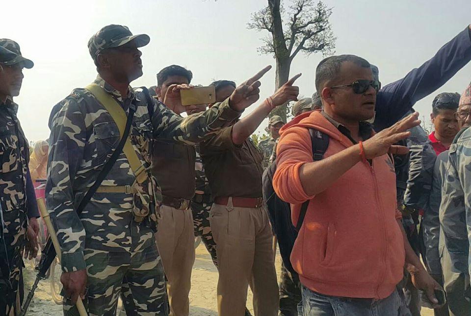 सिमाक्षेत्रकाे नेपाली बस्तीमा भारतीय सुरक्षाकर्मीले दिए डोजर लगाउने धम्की