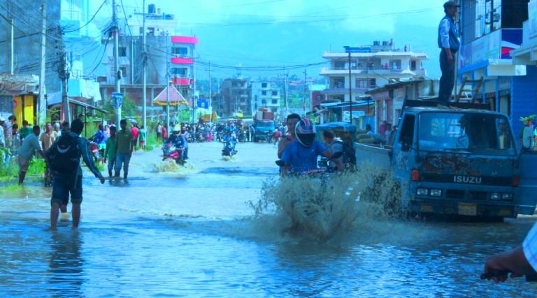 लगातार वर्षाले जनकपुर जलमग्न