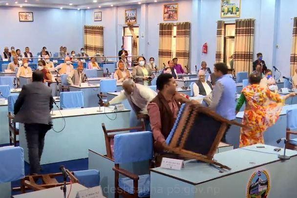 राजधानी दाङमा राख्ने प्रस्तावले प्रदेश ५ को संसदमा ताेडफाेड