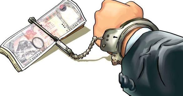 चार लाख रुपैयाँ घुससहित प्रहरी हवल्दार र उनकी श्रीमती पक्राउ