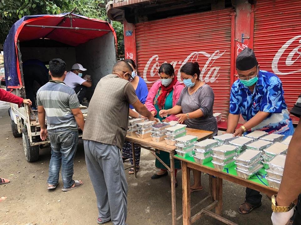 सुकुम्बासी बस्तीमा दैनिक १ हजार मानिसलाई खाना खुवाइने