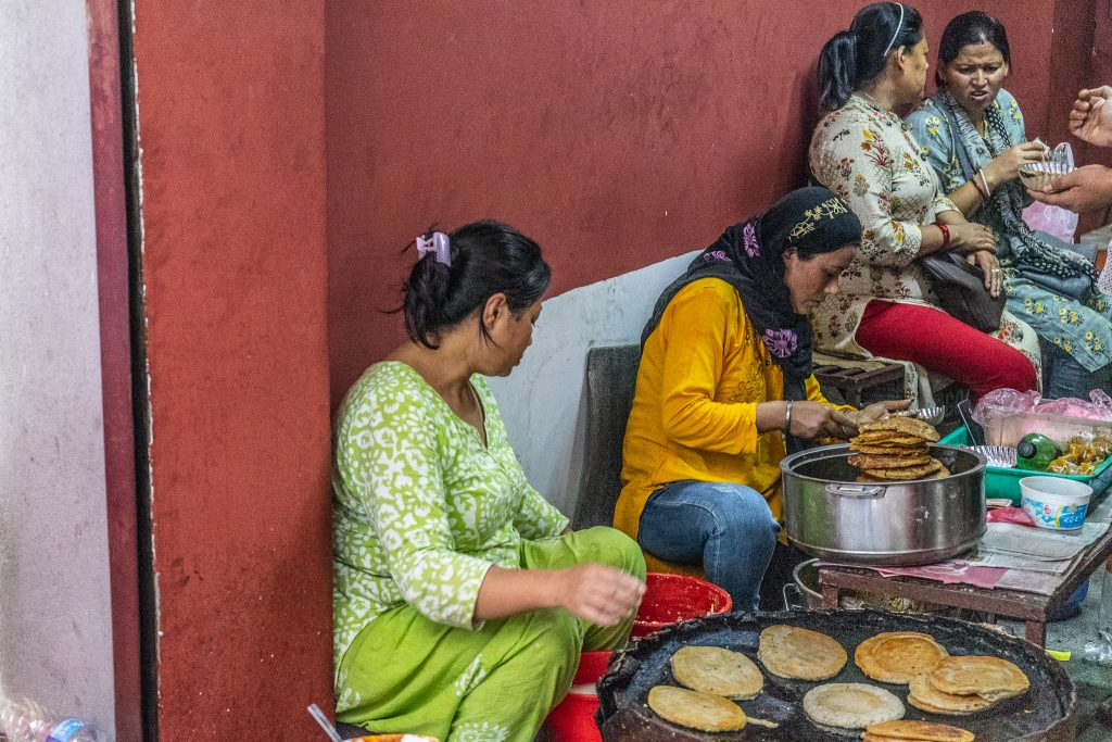 काठमाडौंमा लकडाउन पुर्ण रुपमा खुल्याे फुटपाथ र ठेलाको व्यापार समेत गर्न पाइने