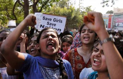 आफ्नै श्रीमानद्धारा पेट चिरिएकी महिलाको उपचार भारतको दिल्लीमा हुँदै