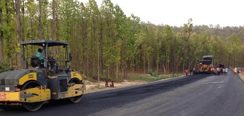 मदन भण्डारी राजमार्ग सुर्खेत पूर्वीखण्डमा हट्यो अन्योल