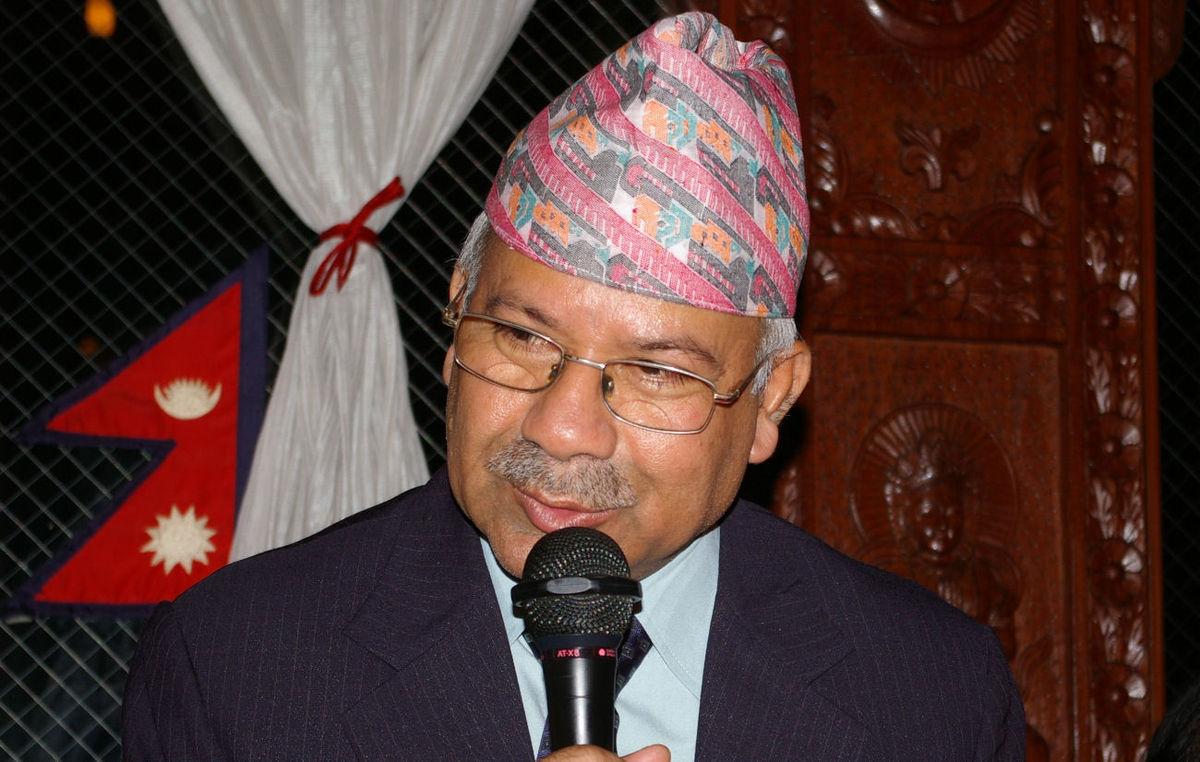केपी ओलीले फाले फालिने मान्छे हो ? उनले ल्याएर आएका हौं ?:  माधवकुमार नेपाल