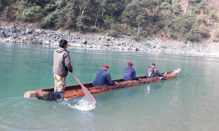 खोप लगाउन जाँदै गर्दा कर्णाली नदीमा डुंगा दुर्घटना: ३  बेपत्ता