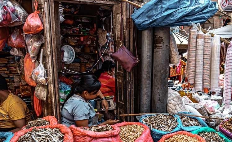 बजार अराजक बन्ने संकेत :मन्त्रीहरू बहुमत बटुल्न क्षेत्रतिर, व्यापारीहरू मूल्य बढाउतिर