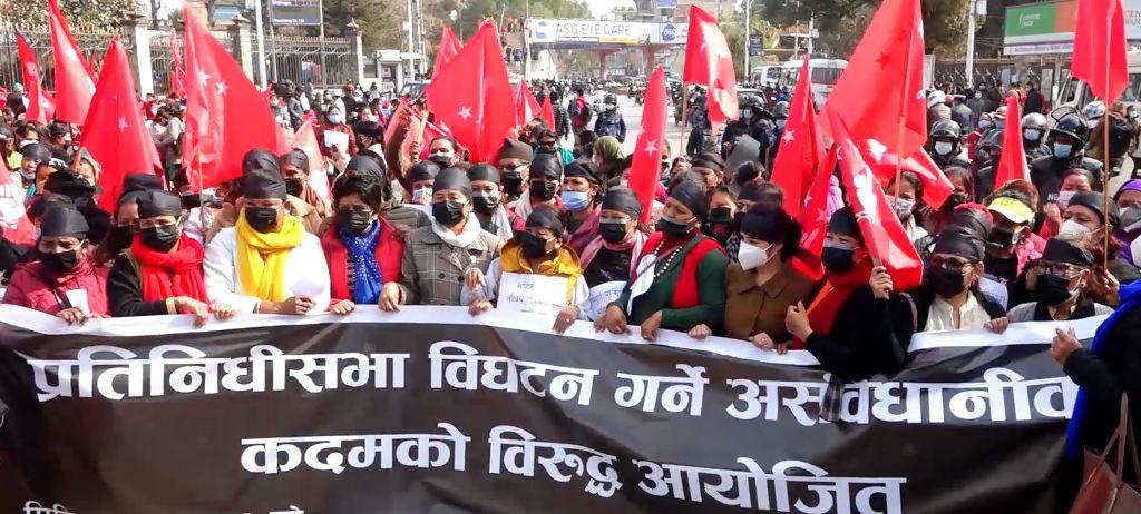 सरकारको गैरसंवैधानिक कदमविरुद्ध महिलाहरु सडक आन्दोलनमा