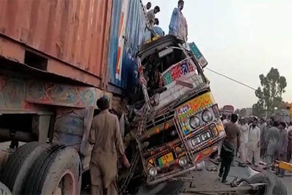 दुर्घटनामा परी पाकिस्तानमा २७ को मृत्यु, ३० घाइते