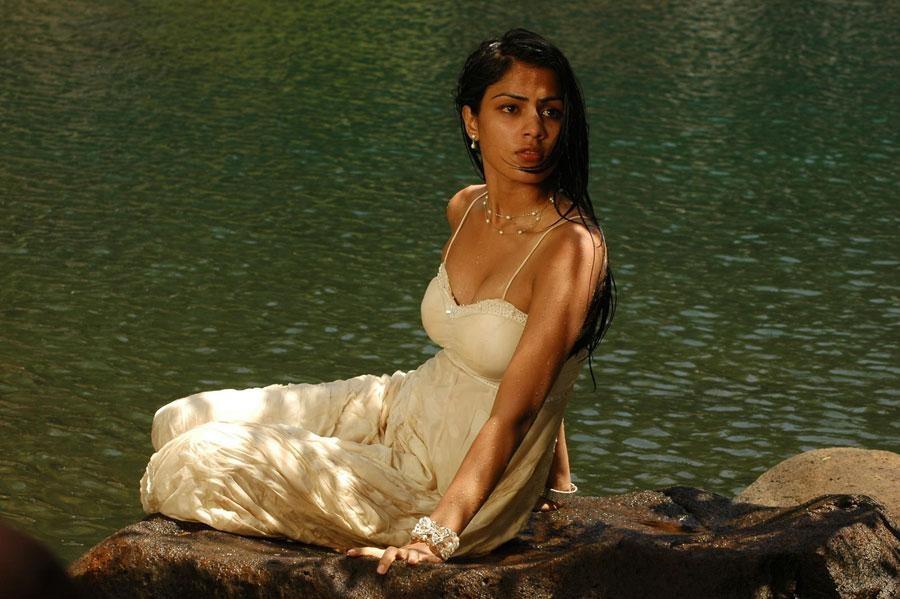 सुशान्तकी प्रेमीका तथा अभिनेत्री रिया द्रौपदीको भूमिकामा देखिँदै !