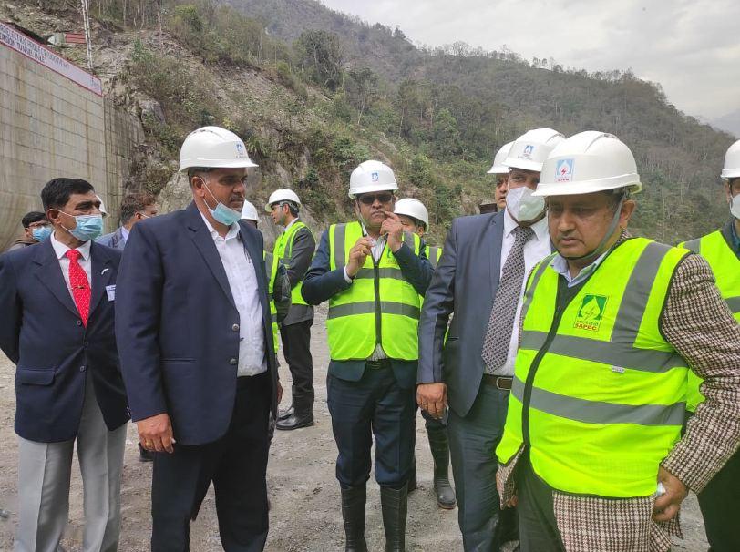 सरकारी उच्चस्तरीय टोलीद्वारा अरुण-३ जलविद्युत परियोजना निरीक्षण