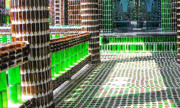 बियरको बोतलले बनेको मन्दिर, भएन त अनौँठो