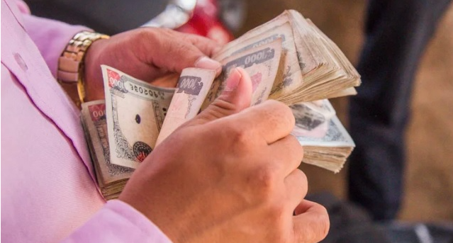 दशै नजिकिदै गर्दा सेयर बेच्ने र बैंकमा ऋण लिनेको चाप बढ्यो